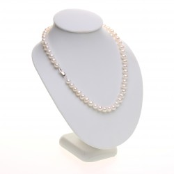 bílý perlový náhrdelník