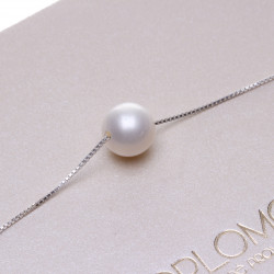 perla na řetízku